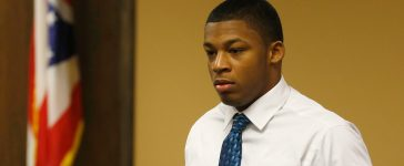 Ma'lik Richmond enters juvenile court in Steubenville, Ohio, March 15, 2013. One of two high school football players in Ohio accused of raping a girl at a party last summer had pictures of the teen on his cell phone from that night, a state forensic analyst testified on Thursday. REUTERS/Keith Srakocic/Pool (UNITED STATES - Tags: CRIME LAW EDUCATION SPORT SOCIETY) - RTR3F1PA