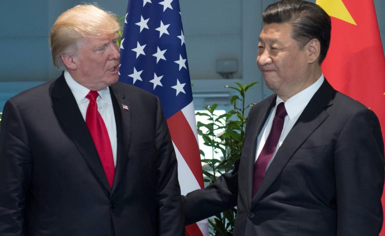 U.S. President Donald Trump and Chinese President Xi Jinping (R) meet on the sidelines of the G20 Summit in Hamburg, Germany, July 8, 2017. (REUTERS/Saul Loeb, Pool )