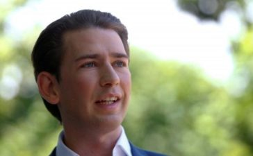 FILE PHOTO: Austria's Foreign Minister Sebastian Kurz addresses the media in Vienna, Austria June 26, 2017. REUTERS/Leonhard Foeger/File Photo