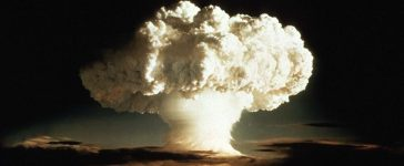 """The mushroom cloud of the first test of a hydrogen bomb, """"Ivy Mike"""", as photographed on Enewetak, an atoll in the Pacific Ocean, in 1952, by a member of the United States Air Force's Lookout Mountain 1352d Photographic Squadron. The top secret film studio, then located in Hollywood,California, produced thousands of classified films for the Depatment of Defense and the Atomic Energy Commission beginning in 1947. A 50th anniversary tribute to these """"Atomic Cinematographers"""" and their work is planned for October 22 in Hollywood. Reuters File Photo"""