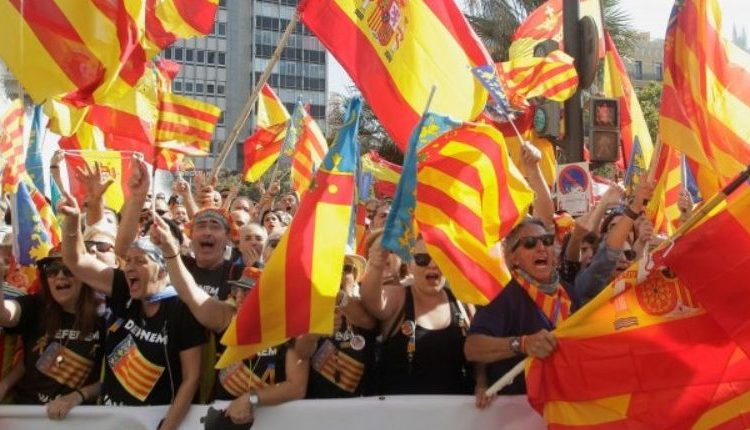Right-wing demonstrators waving Spanish and Valencian flags insult local leftist politicians accusing them to sympathize with the Catalan separatist movement during the festivities of the regional day in Valencia, Spain October 9, 2017. REUTERS/Heino Kalis