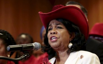 U.S. Representative Frederica Wilson speaks at a news conference during a visit by a Congressional delegation to Abuja, as part of efforts by the U.S. to enhance cooperation between both countries in tackling the Boko Haram in Nigeria August 4, 2015. REUTERS/Afolabi Sotunde