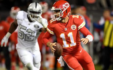 OAKLAND, CA - OCTOBER 19: Alex Smith #11 of the Kansas City Chiefs scrambles with the ball against the Oakland Raiders during their NFL game at Oakland-Alameda County Coliseum on October 19, 2017 in Oakland, California. (Photo by Thearon W. Henderson/Getty Images)