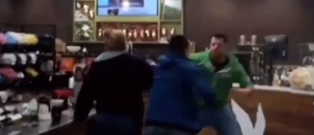 The fight breaks out (Screenshot).