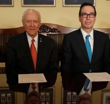 (L-R) Senate Majority Leader Mitch McConnell, Sen. Orrin Hatch, Treasury Secretary Steve Mnuchin and Director of the National Economic Council Gary Cohn introduce the Republican tax reform plan at the U.S. Capitol in Washington, U.S., November 9, 2017. REUTERS/Aaron P. Bernstein