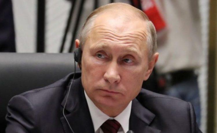 Russian President Vladimir Putin attends a session of the APEC summit in Danang, Vietnam November 11, 2017. Sputnik/Mikhail Klimentyev/Kremlin via REUTERS