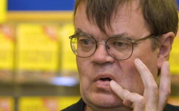 "394073 04: Author Garrison Keillor takes abreak from signing copies of his new book ""Lake Wobegon, Summer 1956"" at a Waldenbooks store September 5, 2001 in Northbrook, IL. (Photo by Tim Boyle/Getty Images)"