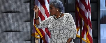 DNC Vice-Chair Donna Brazile gestures during Day 2 of the Democratic National Convention at the Wells Fargo Center in Philadelphia, Pennsylvania, July 26, 2016. / AFP / SAUL LOEB (Photo credit should read SAUL LOEB/AFP/Getty Images)