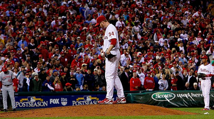 Roy Halladay of the Philadelphia Phillies delivers in the ninth inning of Game 1 of the NLDS against the Cincinnati Reds in October 2010 in Philadelphia, Pennsylvania. (Photo by Jeff Zelevansky/Getty Images)