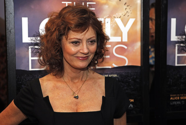 Actor Susan Sarandon attends the premier of Lovely Bones in New York, December 2, 2009. REUTERS/Finbarr O'Reilly (UNITED STATES ENTERTAINMENT) - GM1E5C30V5Z01