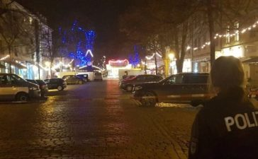 Police have evacuated a Christmas market and the surrounding area in the German city of Potsdam, near Berlin, Germany, December 1, 2017, to investigate a suspicious object. Reuters/Zoltan Berta