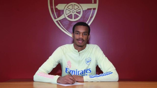 Zach Awe signing his professional contract (Photo via Arsenal.com)