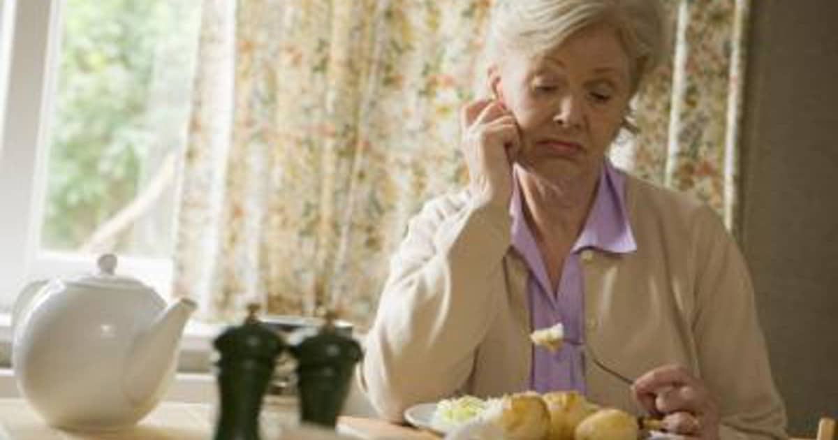 Why Do Seniors Lose Their Appetites 10 Possible Reasons  DailyCaring