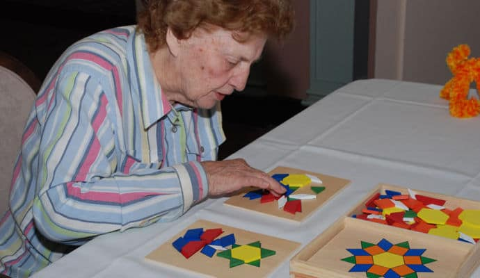 10 Fun No Fail Activities For People With Dementia Dailycaring