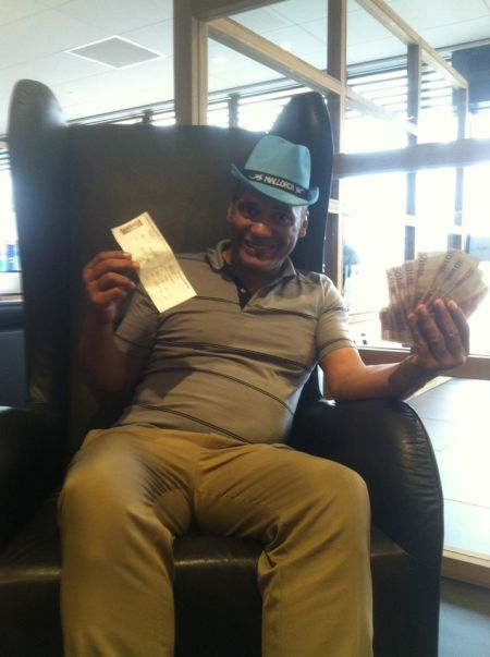 A smiling Emory Tate with his first place prize money from the Pathena Open 2015