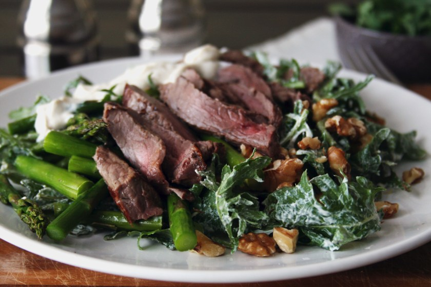 steak-salad-peppercorn-yogurt-dressing-4