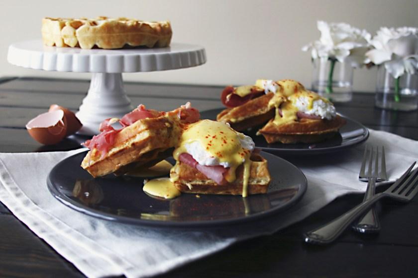 waffle-eggs-benedict-prosciutto