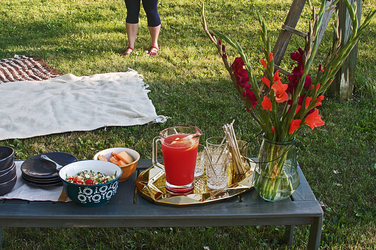 How to Host an Easy Summer Picnic