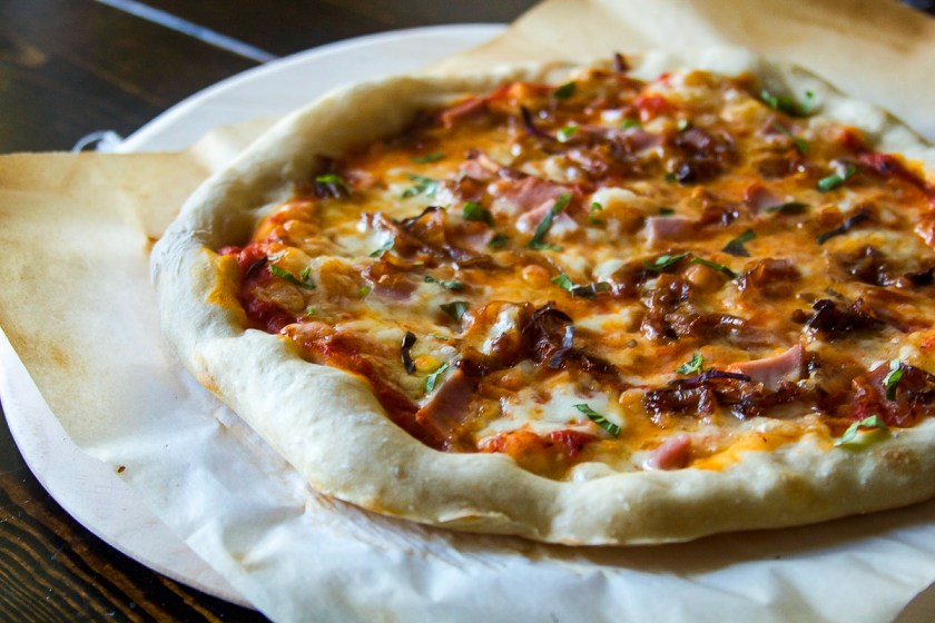 caramelized-onion-canadian-bacon-pizza-7