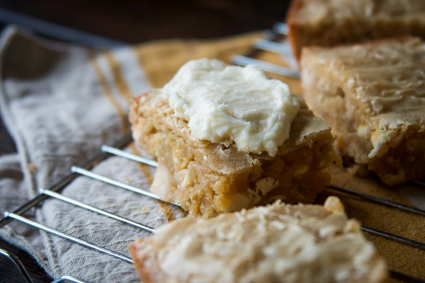 maple-macadamia-nut-brown-butter-blondies-4