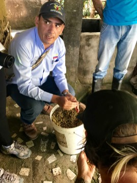 InConexus technical assistance director Pedro Léon discussing coffee fermentation