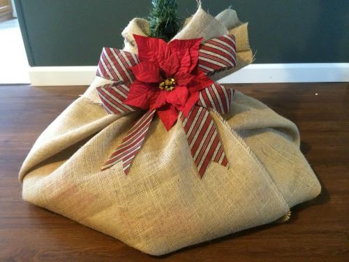 Amazingly Easy DIY Burlap Christmas Tree Skirt