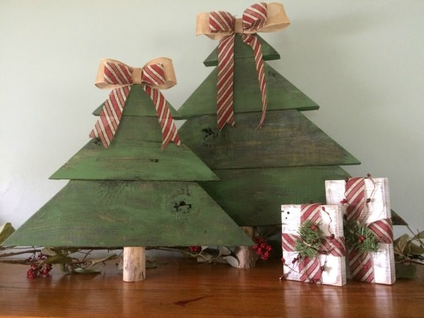 DIY Rustic Christmas Decor. Learn how to make wood Christmas Trees.