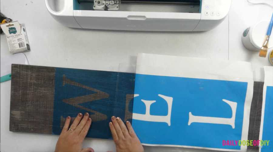 Stenciling a vertical welcome sign with Cricut