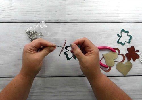 Making leather shamrock earrings with Cricut