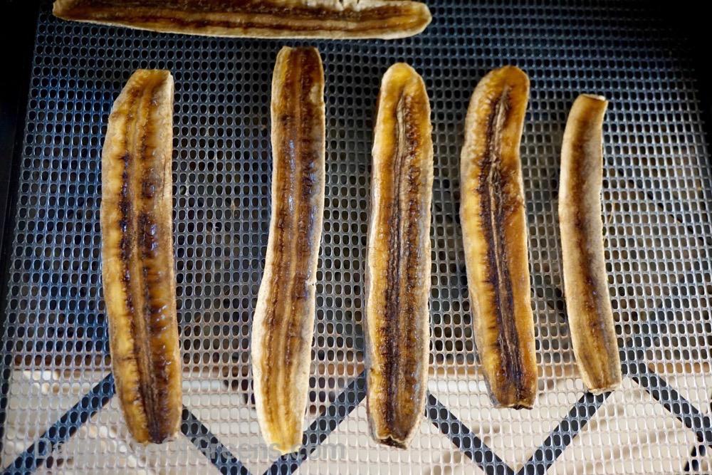 cinnamon rolls, bananas