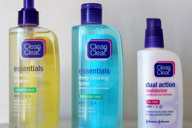 CLEAN & CLEAR® ESSENTIALS Sensitive Skin Routine