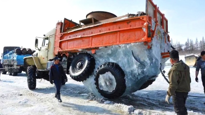 Most Extremely Dangerous Truck Fails & Heavy Equipment Go Wrong Compilation In China