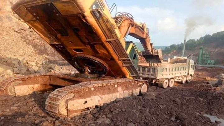 Excavator , Crane & Truck Fails Compilation In China ! Extremely Dangerous Idiots Operator Machinery
