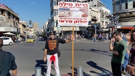 Anti-Circumcision guy at Shuk HaCarmel cuts 5% off his daily protest time Daily Freier