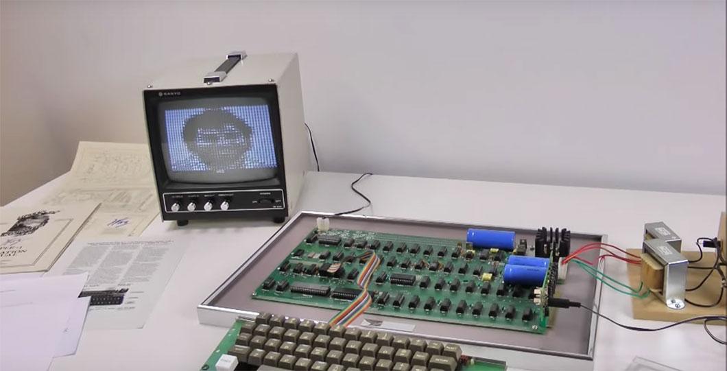 le tout premier ordinateur d apple a la