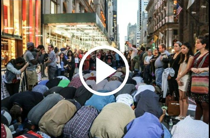 Check Out The Muslim Ramadan Protest Outside New York's Trump Tower [VIDEO]