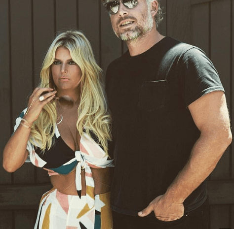 Jessica Simpson Shows Some Serious Skin [VIDEO and PHOTOS]