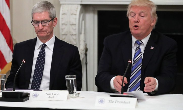 "President Trump Called CEO Of The Apple As ""Tim Apple"""