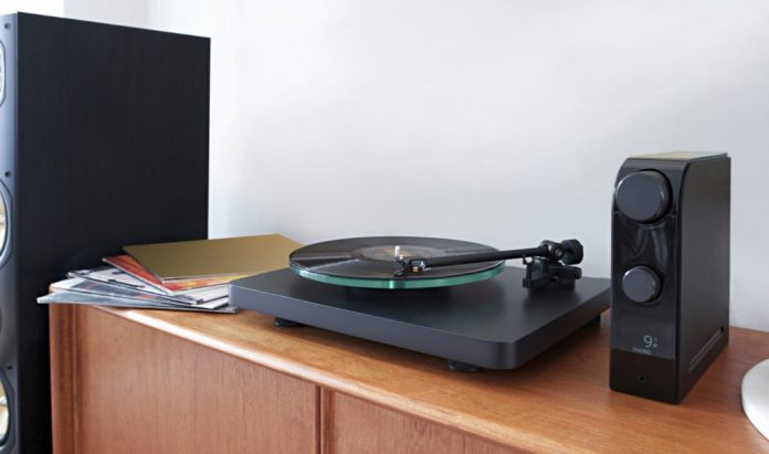 NAD D 3045 with turntable