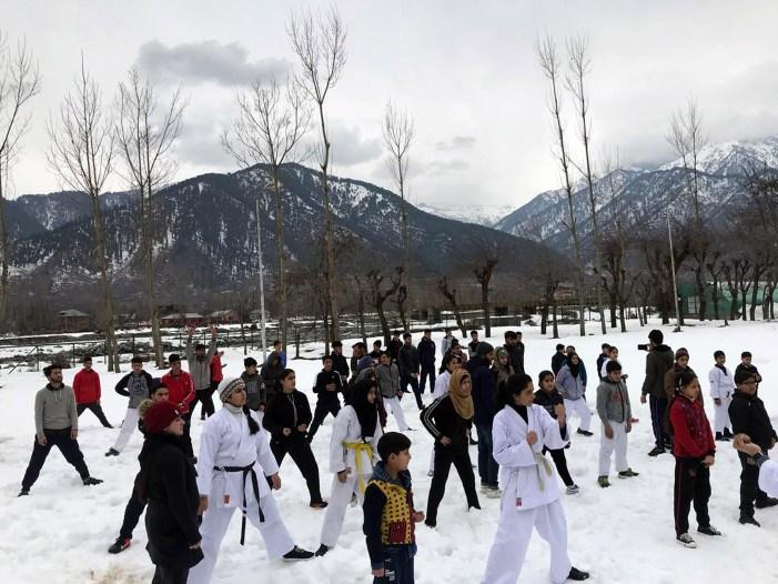 پہلگام میں جموں کشمیر اکیڈمی آف یونیفائڈ مارشل آرٹس کے زیر اہتمام سرمائی کیمپ اختتام پذیر