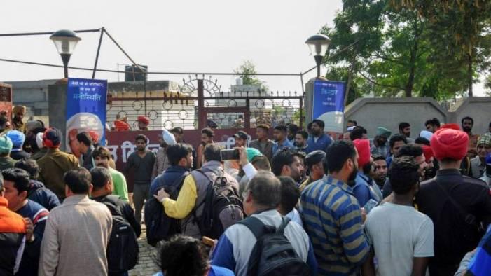 شوپیان اور پلوامہ میں پولنگ مراکز پر حملے