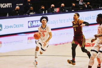 Andre Curbelo uses underdog mentality, passing flash to woo teammates | The Daily Illini
