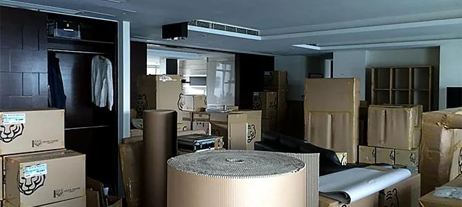 De Nysschen's Hong Kong apartment, destination Manhattan.