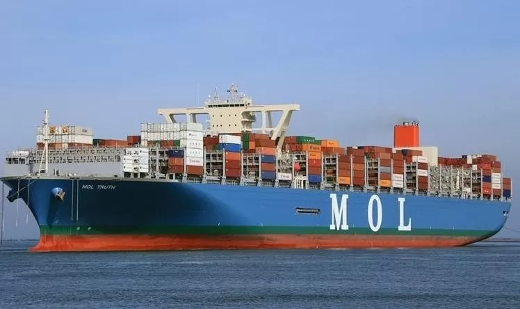 """MOL Truth built in 2017 with a carrying capacity of 20,182 TEU. She is sailing under the Panama flad with IMO number 9773210.  Vessel is owned and operated by Mitsui O.S.K. Lines, Ltd. (MOL) registered in Japan. Ship construction was done at the Saijo Shipyard of Imabari Shipbuilding Co., Ltd. MOL Truth was the 1st containership over 20,000 TEU capacity built in Japan. She has a loading capacity of 20,182 TEU and sail under """"THE"""" alliance. Low-friction hull paint, a high-efficiency propeller and PBCF, a high-efficiency engine plant, and an optimized hull shape are some features of MOL Truth to minimise her environmetal impact while in operation. These features will reduce CO2 emissions by 25-30% per container when compared to MOL-operated 14,000 TEU class vessels. vessel dimension LOA: 400 m, Breadth: 58.5m, Depth: 32.9 m. dailylogistic.com, daily logistic, dailylogistics, daily logistics"""