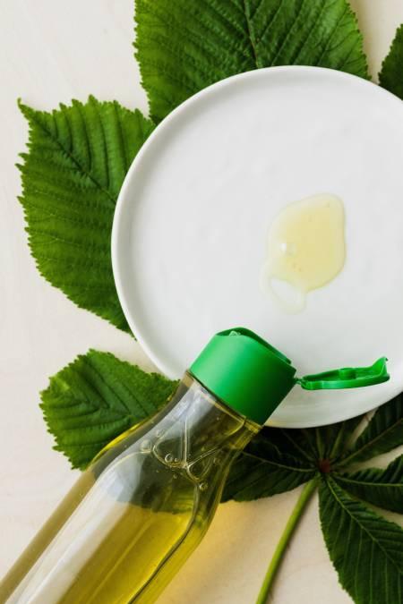 Nail biting causes Nail Fungus: 12 Natural Home Remedies to get rid of Nail Fungus 60 - Daily Medicos