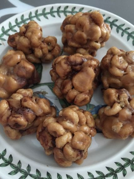 Honey Nut Cheerios PB Balls are a great kid friendly snack that everyone will love #HoneyNutCheerios #NuestroCereal #spon