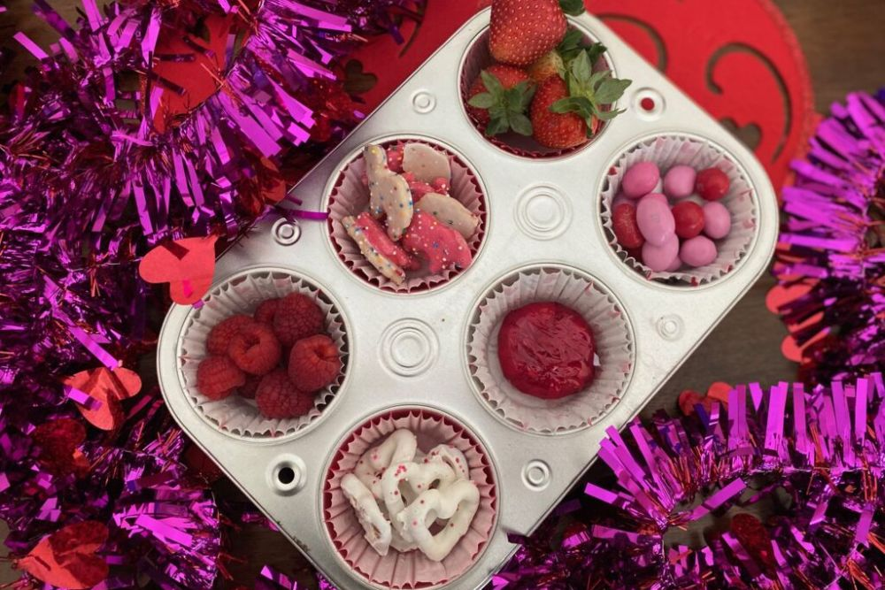 Valentine's Day Muffin Tin Snack for Kids! All pink and red treats for your sweets #ValentinesDaySnack #ValentinesDay #redpinksnackforkids