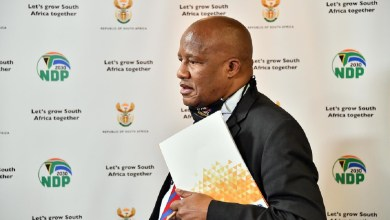 Photo of South African Minister Jackson Mthembu dies of COVID-19 complications