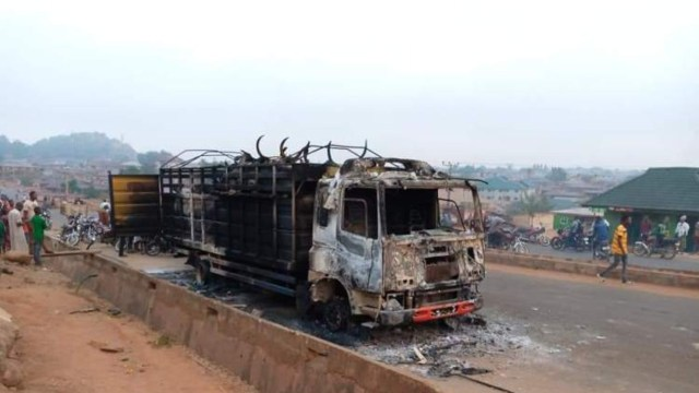 Angry mob set truck ablaze for allegedly crushing boy in Saki, Ogun [PHOTO]