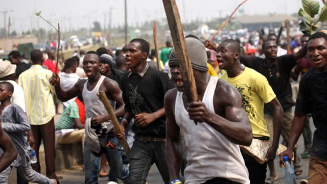 Suspected thugs on rampage over leader's death in Osun